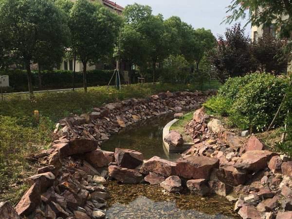 双湖湾 纯毛坯 中心位置 临河带花园 老客户委托 随时可看
