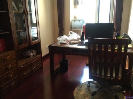 博威黄金海岸精装4房两卫,满两年税少。小区中心位置,景观房,房东换房诚心出售