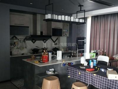 城西高端小区滨江皇冠。豪华装修180万,房东因生意需要资金,诚心出售。