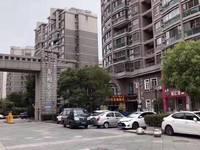 香榭水岸东门。纯一楼双开间旺铺 带租约出售 年租金8.5万。房东急卖