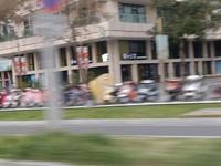 房产交易中心楼下。现租 工商银行 租约20年。年租金78万 年 回报率稳定