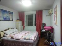 秀峰新村 房东诚意出售,看房有钥匙 带独立车库 现浇房 满两年 换房诚心出售