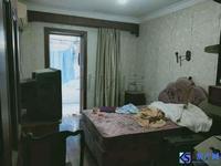 玉龙东村:精品房源。带车库。天然气。看房方便,诚心出租。
