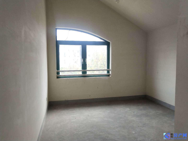 九方城旁:毛坯大别墅,四房仅租3500元,可签5年,可办公,可租二房东,随时看