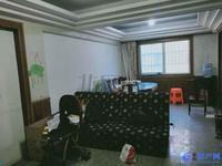 玉龙东村:简单装修,大两房。带车库,诚心出租看房方便