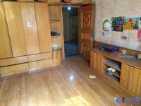 玉龙东村:稀缺小3房简单装修毛坯价出租,低楼层家具家电齐全。