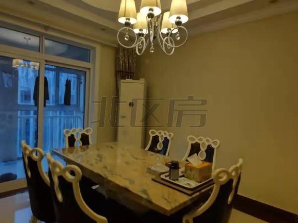 一楼带花园,饭店换房急卖,洋房,位置好,价格低,
