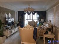 世茂东外滩精装修三房,中间楼层采光视野好,装修花了很大功夫,诚心出售