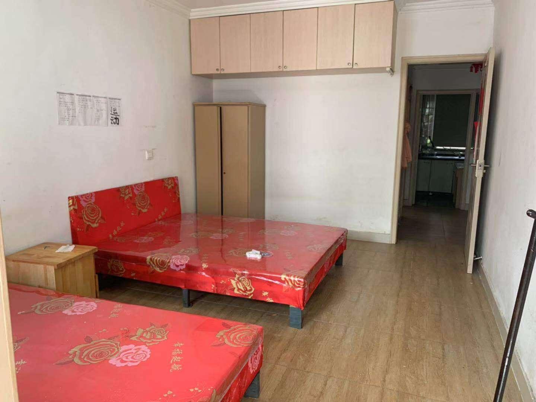 红峰新村、1楼带院子、1500