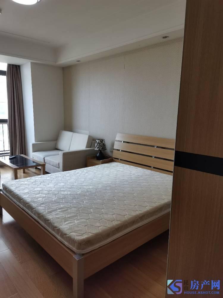 中冶精装公寓配套家具出租,图为室内真实所拍摄