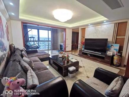 豪宅。装修120万。真实图片。满意看房。带超大露台。双车位。满2年。包你喜欢。