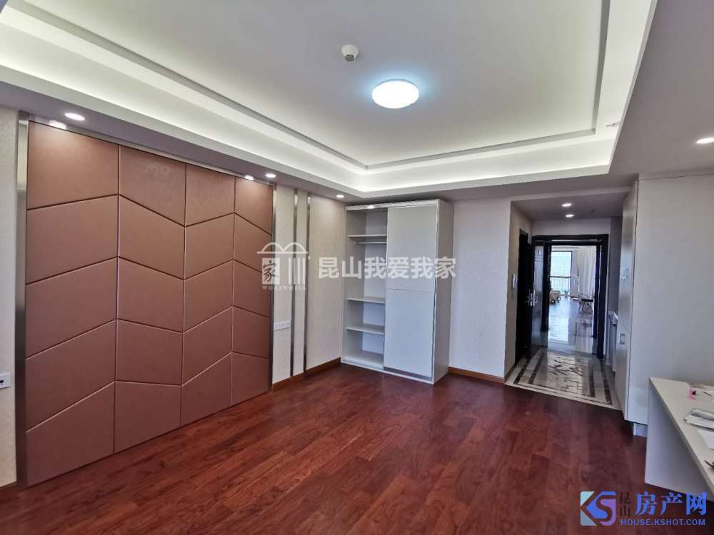 巴比伦国际广场 精装公寓 干净清爽 看房约