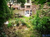 纯别墅小区,联排东边套,小区唯一一套在卖的,三面临花园,随时签约