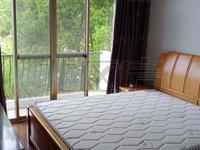房东诚心出租,价格便宜,家电齐全。房子干净明亮。看中价格可谈