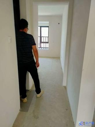 江南理想 城投公司精品 纯毛坯 房东低价出售 人车分流 8楼 好户型 有钥匙