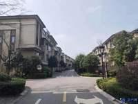 岛尚联排别墅,东边套 性价比高 本小区唯一一套 环境优美,诚心出售 随时看房