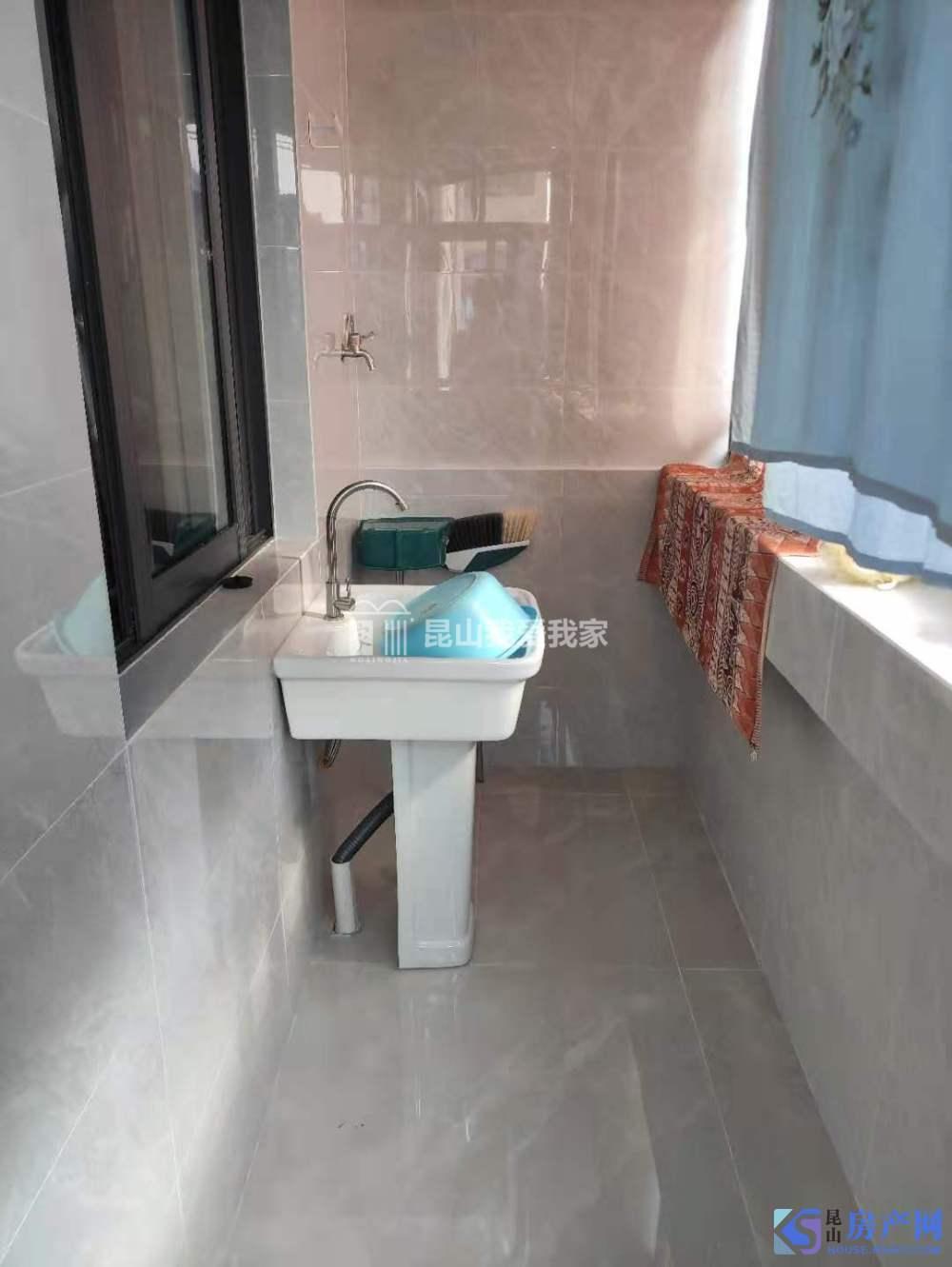 紧凑型小三房,首次出租干净卫生