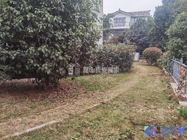 周庄假日半岛,临河大独栋别墅,占地1.5亩,花园1亩,现低价惜售