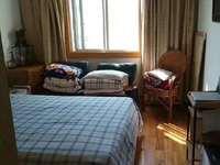 团结新村 3室1厅1卫 精装修保养好 两房朝南 独立车库10平