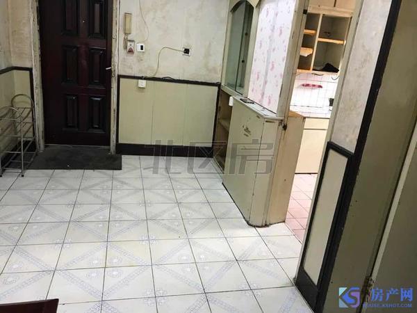 红峰新村 精装 大两房 家具齐全 拎包入住 租金 1300