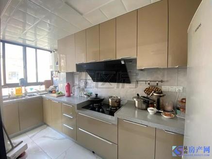 新城翡翠湾全新装修3房 满两年学区未用 带车位 诚意出售