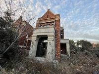 富力湾带地下室的双拼别墅、小区边套、花园比其他户型的要大。
