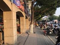 花园路沿街商铺 学校门口人流量大 投资升值超高 带租约出租 即买即赚 随时看房