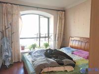 出租2000块!新城翡翠湾 满2年 客厅超大,得房率百分之90左右