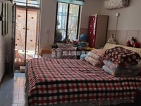 红峰新村一楼带30平大院子 玉峰二中 诚心出售
