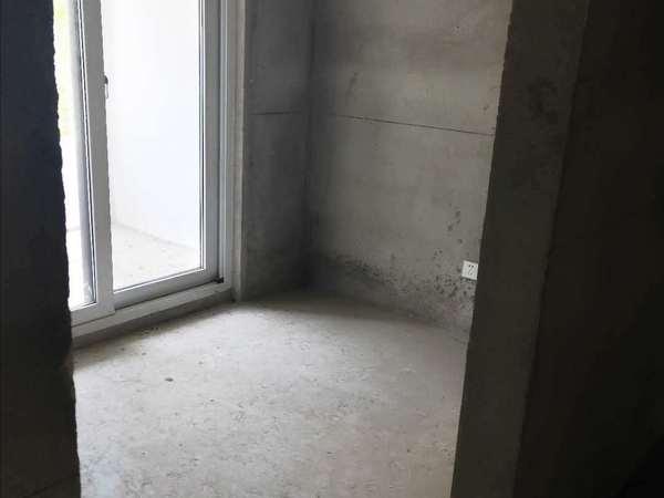 观湖壹号 毛坯3房 满2年 学区都在 景观楼层 房东换房 急卖