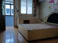 紅峰新村3樓,玉峰小學,二中。
