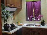 小区中间位置,有钥匙 厨卫是开发商统一装好的,有品牌厨卫电器