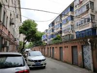 实验二中学区,红峰新村另外带10平车库。欧尚成熟商圈,房东急卖,