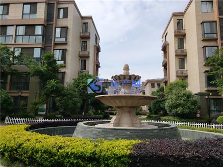 东晶国际花园 联排别墅 全新豪华装修 带花园150平米 价格可以谈的 位置好