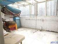 亲水一般装修 二房复式 四个房二个卫生间 诚心出售 看房有钥匙!!
