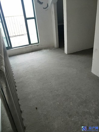 葛江中学朝阳小学,很便宜的一套房子看房有钥匙。房东出国急售