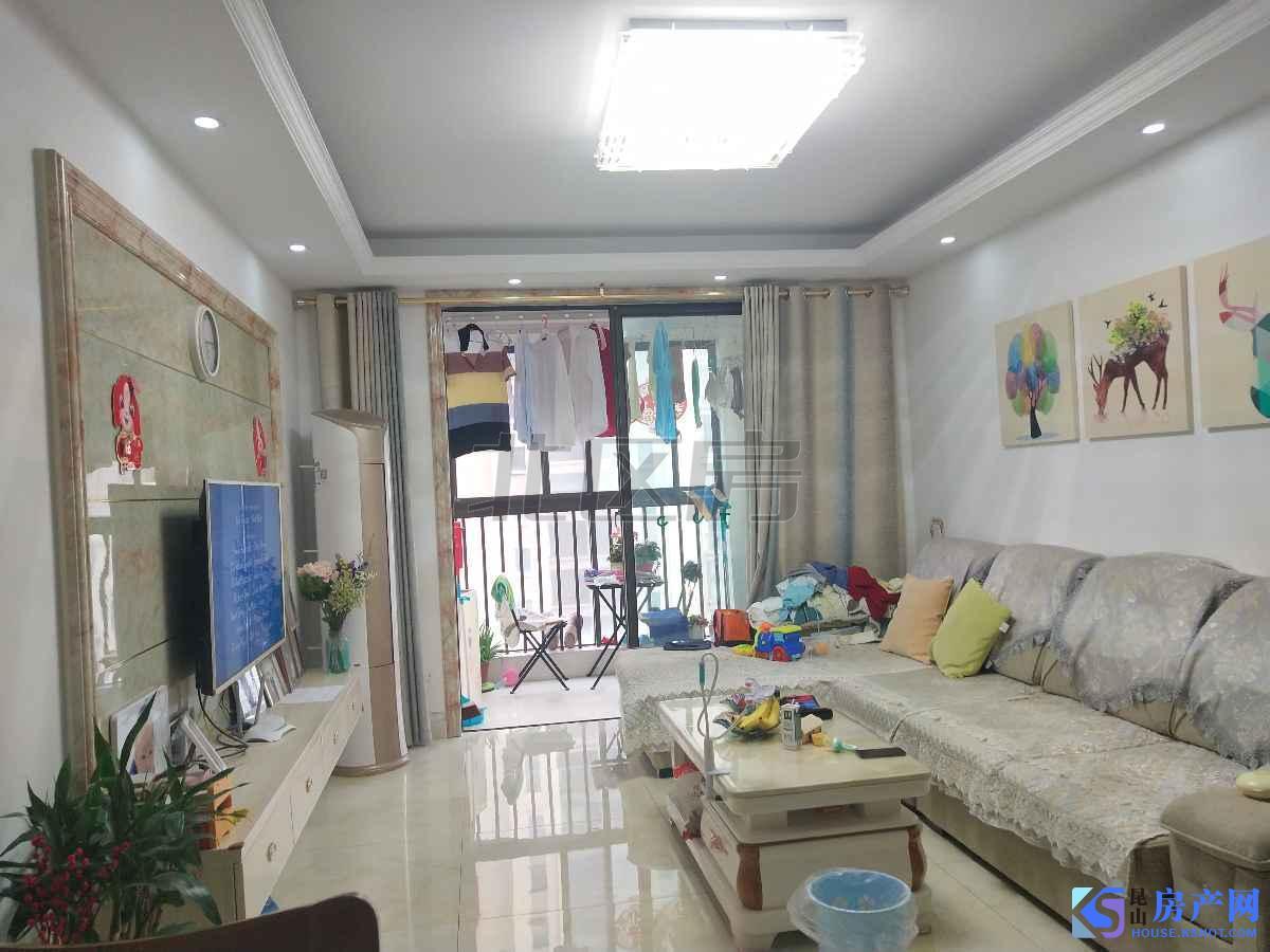 房子是海峰路上面的 出行方便 老房子 但是装修清爽干净