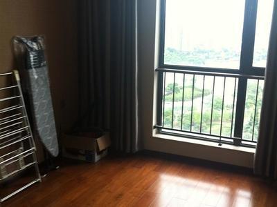 新鲜出炉全景无敌精装大三房出售,好楼层,室内家具家电全送,看房提前预约!