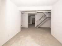 电梯顶楼复式。四开间朝南,纯毛坯,满二年省税