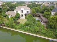 高铁旁390平米 双拼别墅 房屋占地1亩临河 环境优美 私密性好750万
