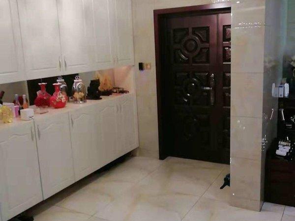 出售时代中央社区4室2厅2卫181平米450万住宅