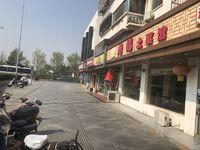 亭林公园旁转角处,通山新村门口,门面十分显眼,人流量大,业主人在国外,诚心出售