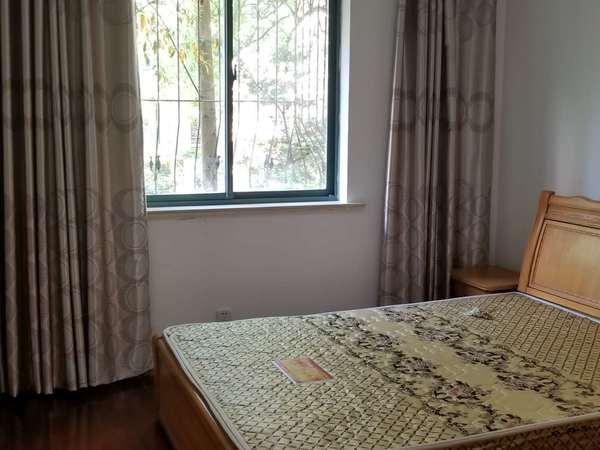 雍景湾西苑,南北通透精装三房两卫,一楼大院子,送大车库,看房有钥匙,小区就这一套