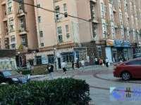北门路小区门口沿街挑高商铺 已经隔两层 使用率高