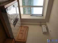 单身公寓,首次出租。南北通透,拎包入住。空调冰箱洗衣机齐全,床柜桌子凳配齐