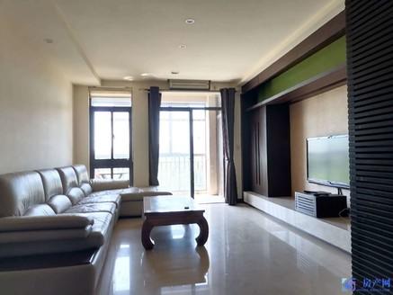 江南明珠苑精装大三房,送价值25万车位 一个,房东诚心出售,随时看房。
