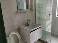 2房朝南都有空调,厨房和卫生间都是新式装修,房子干净明亮,希望租给一家子,有钥匙
