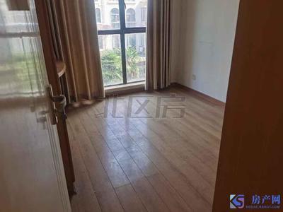 新城翡翠湾 大三房全新装修好的 楼层很好 可拎包入住