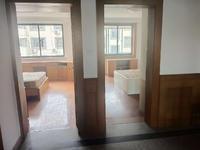 厨房卫生间全新装修,干净清爽,看房有钥匙