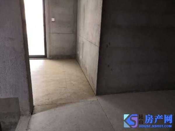 地铁口全新小区四房总价低带硬装